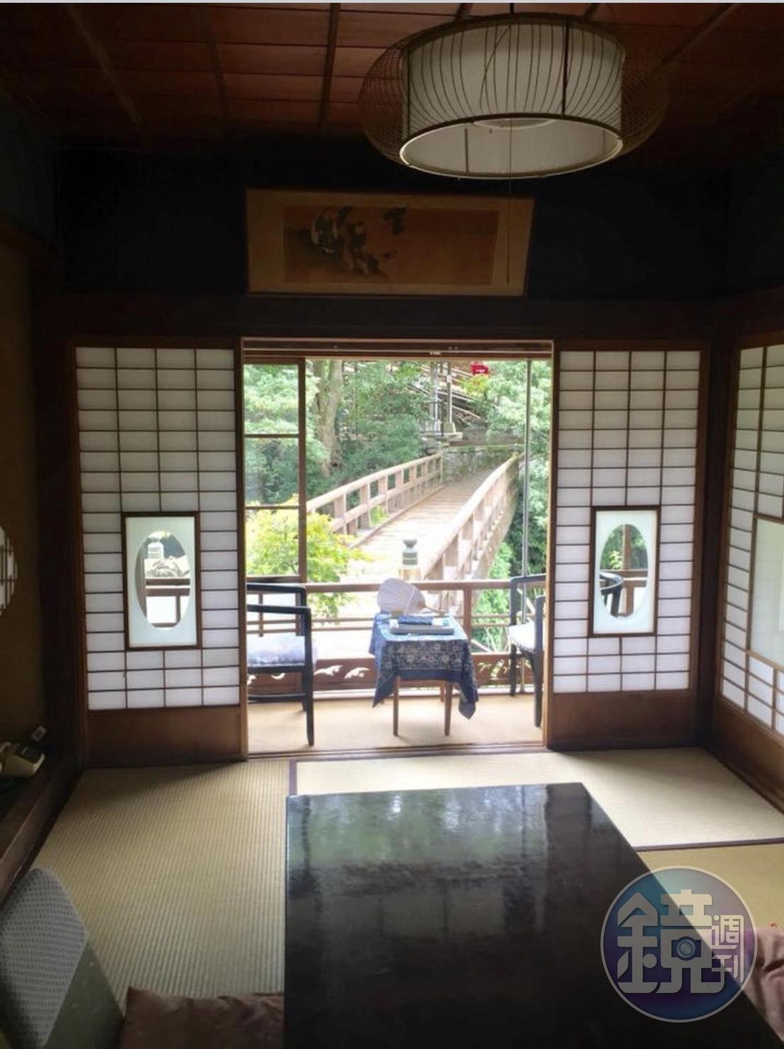 《伊豆的舞孃》中的大學生,就住在福田家2樓這間可以眺望木橋的房間。