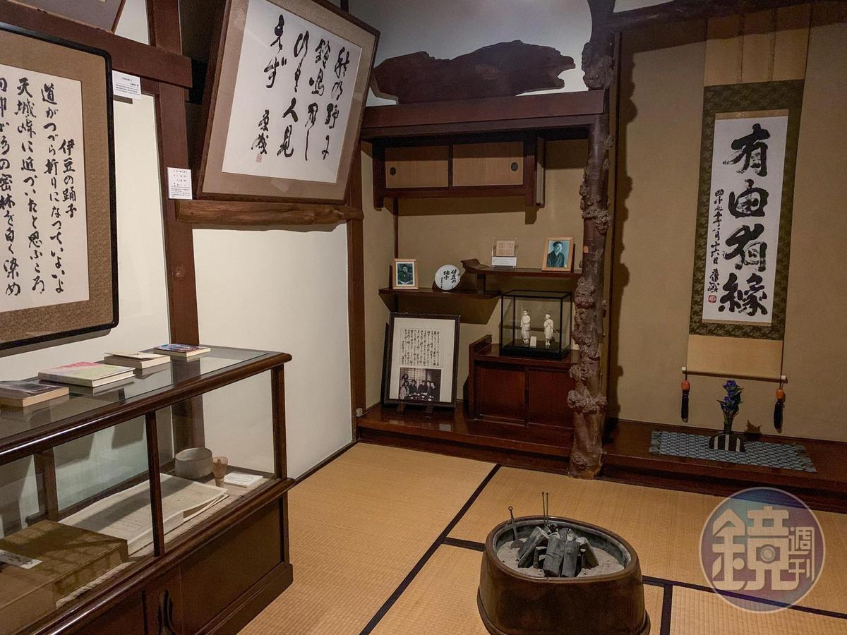當年川端康成就是在這小小的房間裡,創作出許多膾炙人口的作品,據說連蒲團都被他坐壞好幾個。