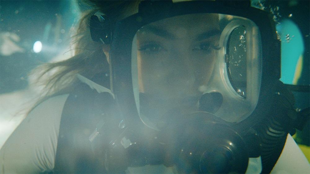 《絕鯊47:猛鯊出籠》絲汀史特龍,就是那位鼎鼎大名史特龍的女兒。(車庫娛樂)