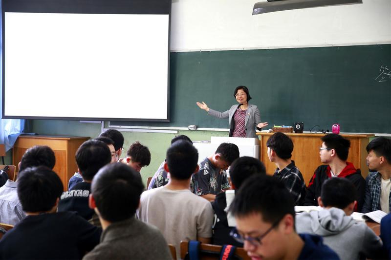 控制大學校園的思想言行成了習近平鞏固政權的重要手段。(東方IC)