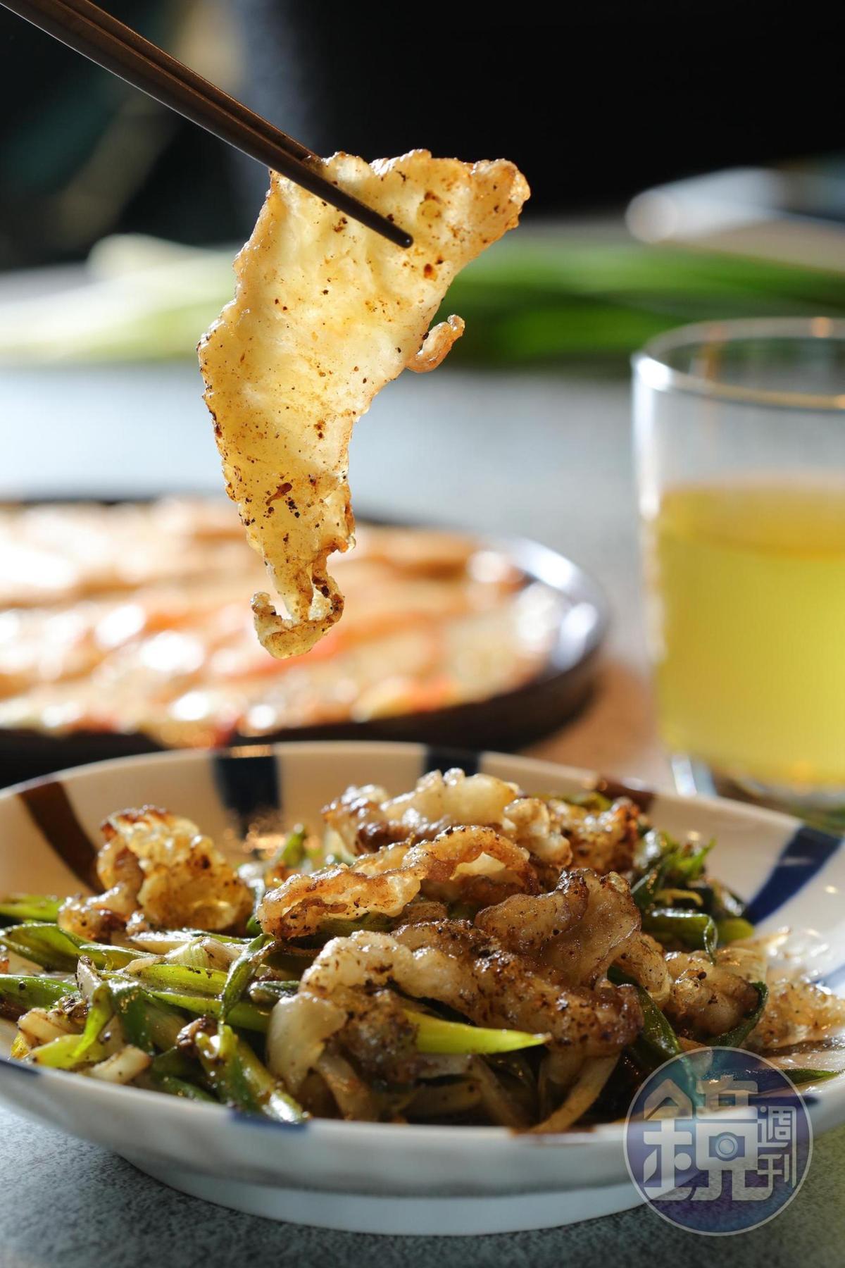 「椒鹽牛脆脂」是牛胸油,鹹香唰嘴如零食。(250元/份)