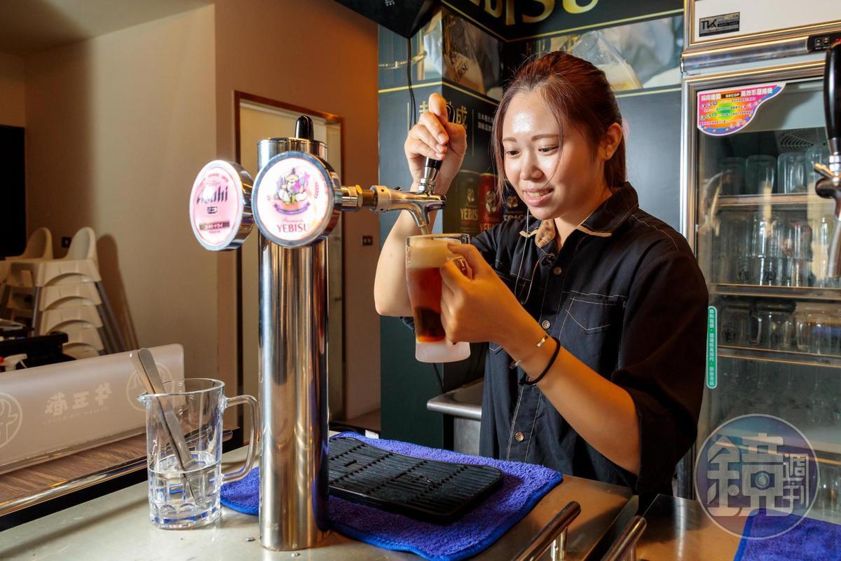 牛五蔵店內提供多款生啤,其中有較為罕見的YEBISU惠比壽生啤。