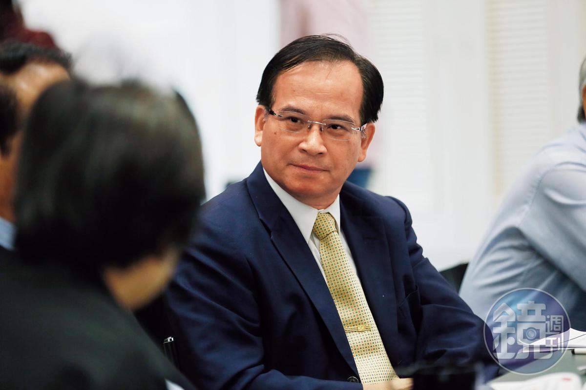 蘇煥智的律師事務所因替涉嫌詐騙的太陽能公司寄存證信函,遭質疑是門神。