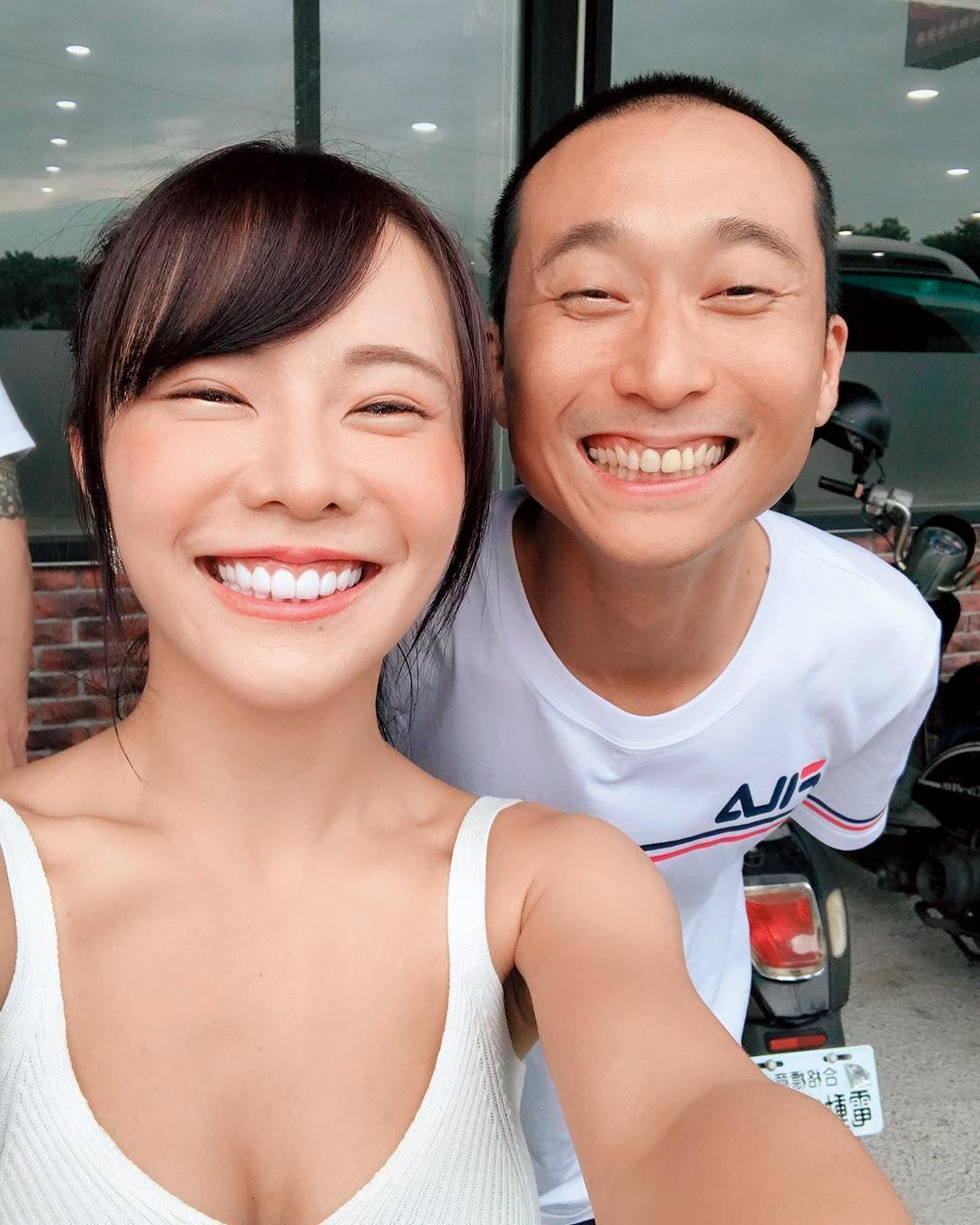 巫苡萱(左)近來往綜藝圈發展,希望成為節目主持人。右為浩子。(翻攝自巫苡萱IG)
