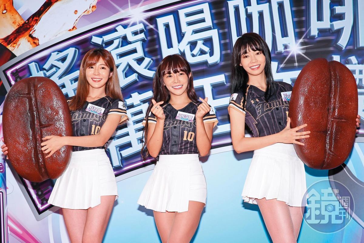 巫苡萱(中)4年前通過徵選,成為中華職棒LamiGirls啦啦隊一員。