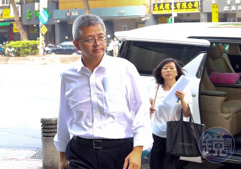 洪文棟獨子洪士琪原想進新壽任董事,吳東進卻安排其他洪家人。