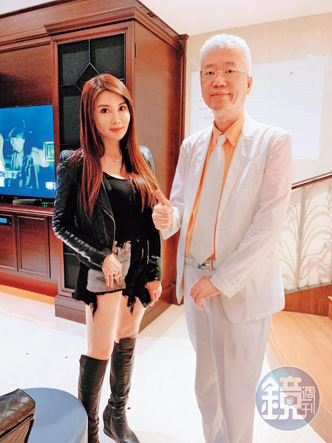 李光輝(右)的生日派對冠蓋雲集,藝人楊麗菁(左)也是座上賓。(讀者提供)