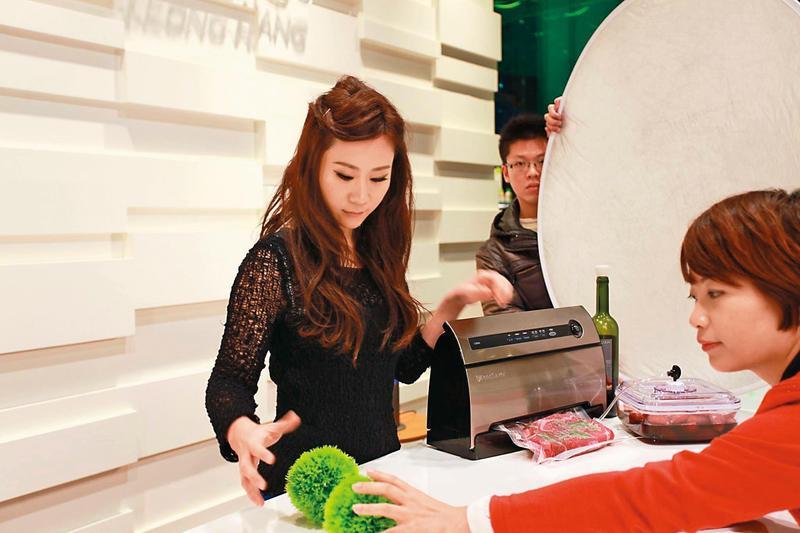安晨妤常在臉書上傳工作照,與粉絲分享生活點滴。(翻攝自安晨妤臉書)