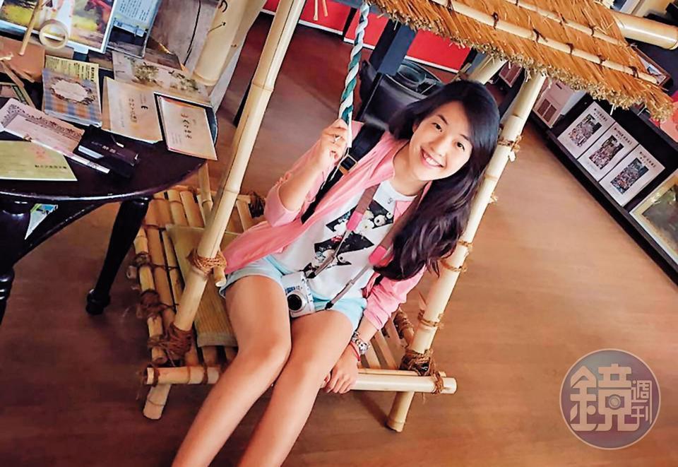 楊宇晨長相秀麗,是典型的「白富美」,時常出國旅遊。(翻攝臉書)