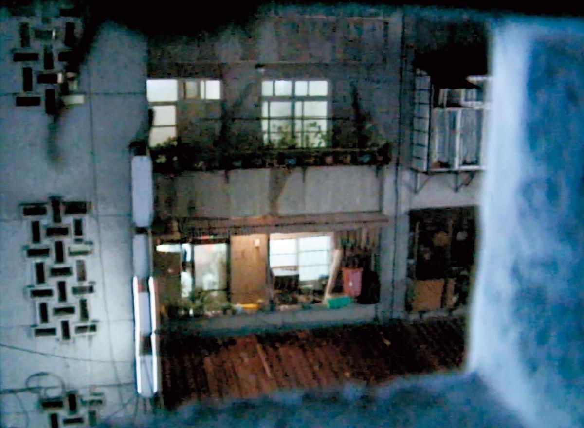 震驚社會的虎林街滅門血案,讓這棟公寓成了著名凶宅。(東森新聞提供)