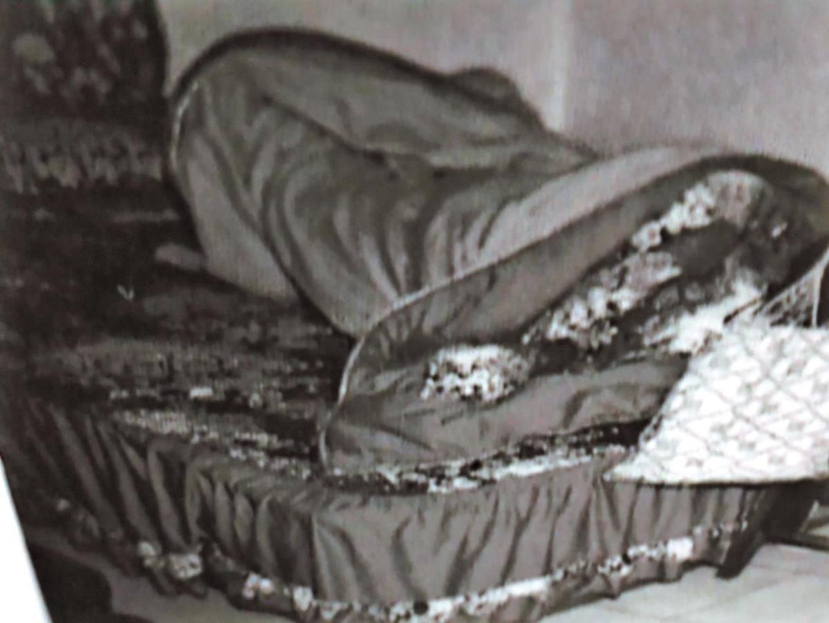 杜漢成在房間內殺了于父和于珊珊,床和棉被上都是血跡。(東森新聞提供)