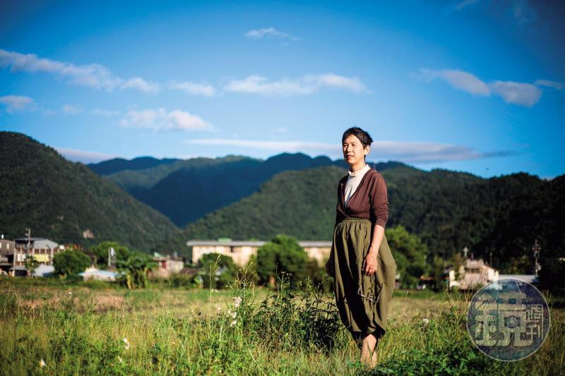 過去2年,寇延丁落腳宜蘭縣員山鄉深溝村種2分地,過著晴耕雨讀、種田釀酒的生活。
