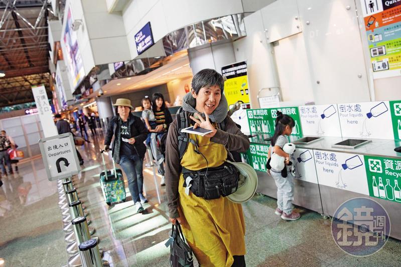 10月25日,寇延丁搭機離開台灣,飛往海南島繼續種田。