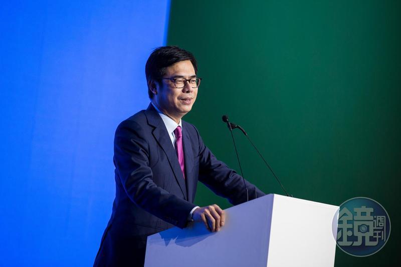陳其邁認為要求公務員政治表態,恐有違《行政中立法》規定。