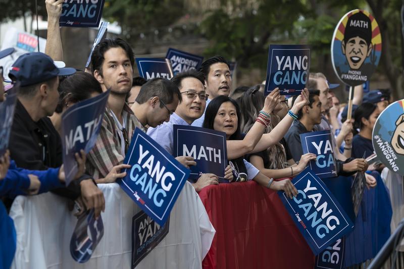 2019年9月30日,支持楊安澤的選民現身加州洛杉磯麥克阿瑟公園的造勢活動。(東方IC)