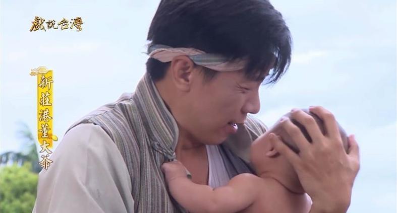 演員廖錦德曾與母嬰3人有過緣分,今在臉書曝光之前和雙胞胎合作照片。(翻攝自廖峻/錦德臉書)