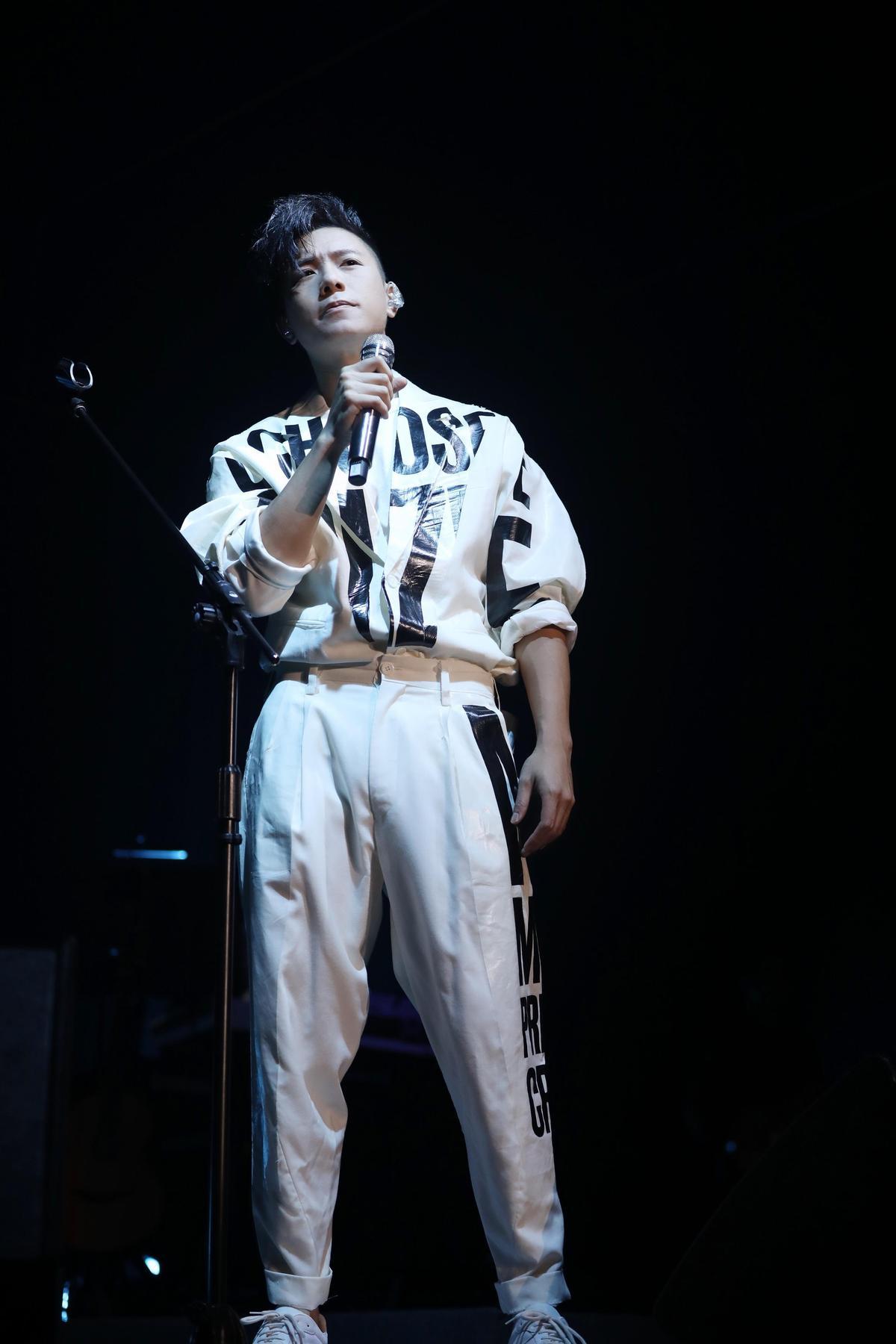 韋禮安演唱他出道10年來的經典歌,全場歌迷大合唱。(IMC提供)