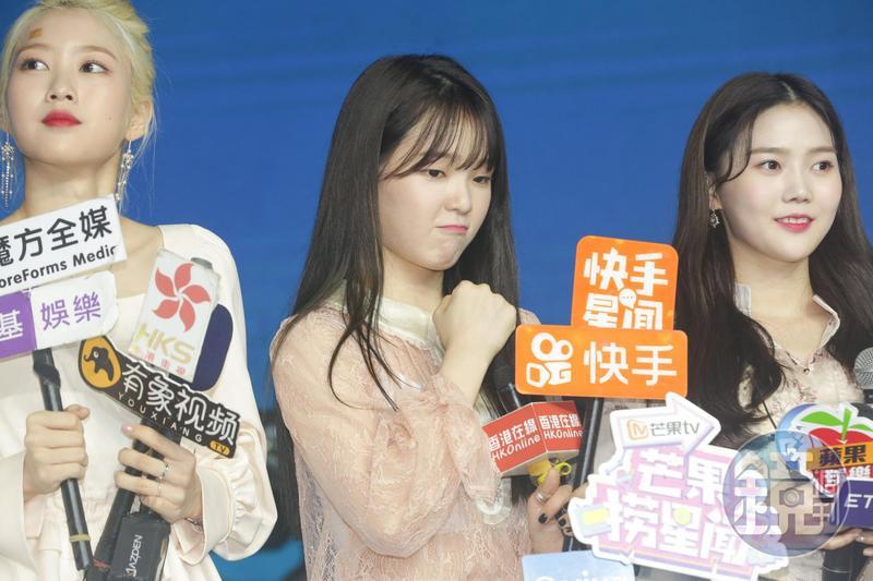 韓國女團OH MY GIRL勝熙(中)為圓歌手夢,經歷多次試鏡落選經驗,但並沒有放棄夢想。
