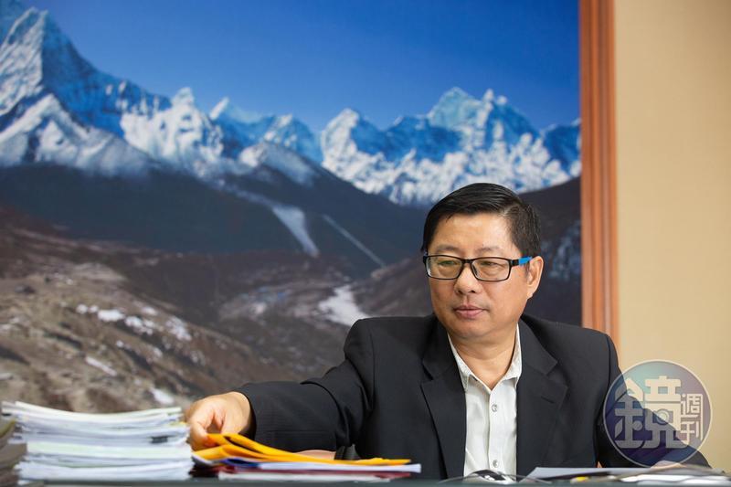 程鯤喜愛戶外活動,因此傾力贊助包括「完登世界七大洲最高峰」、「八千米攀登」等計畫。