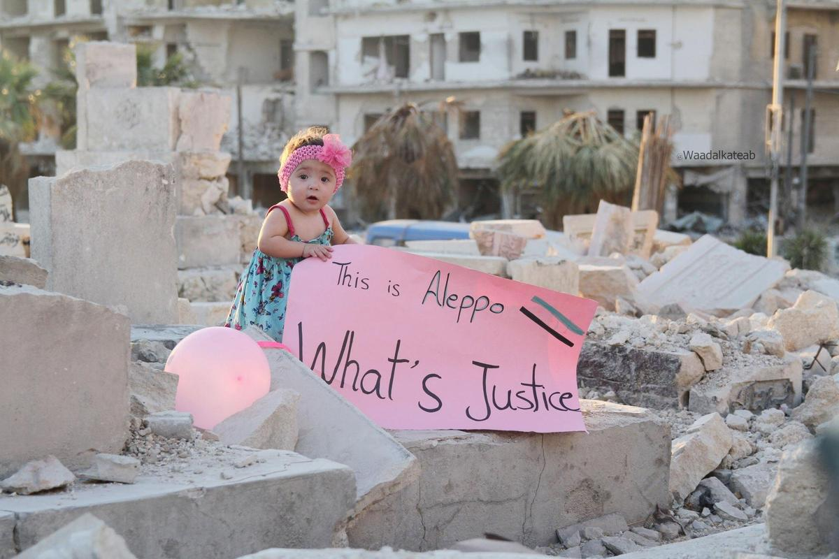《親愛的莎瑪》是導演娃德艾卡提布的首部紀錄長片,紀錄敘利亞人民抵抗極權,及自己生命蛻變歷程。(海鵬)