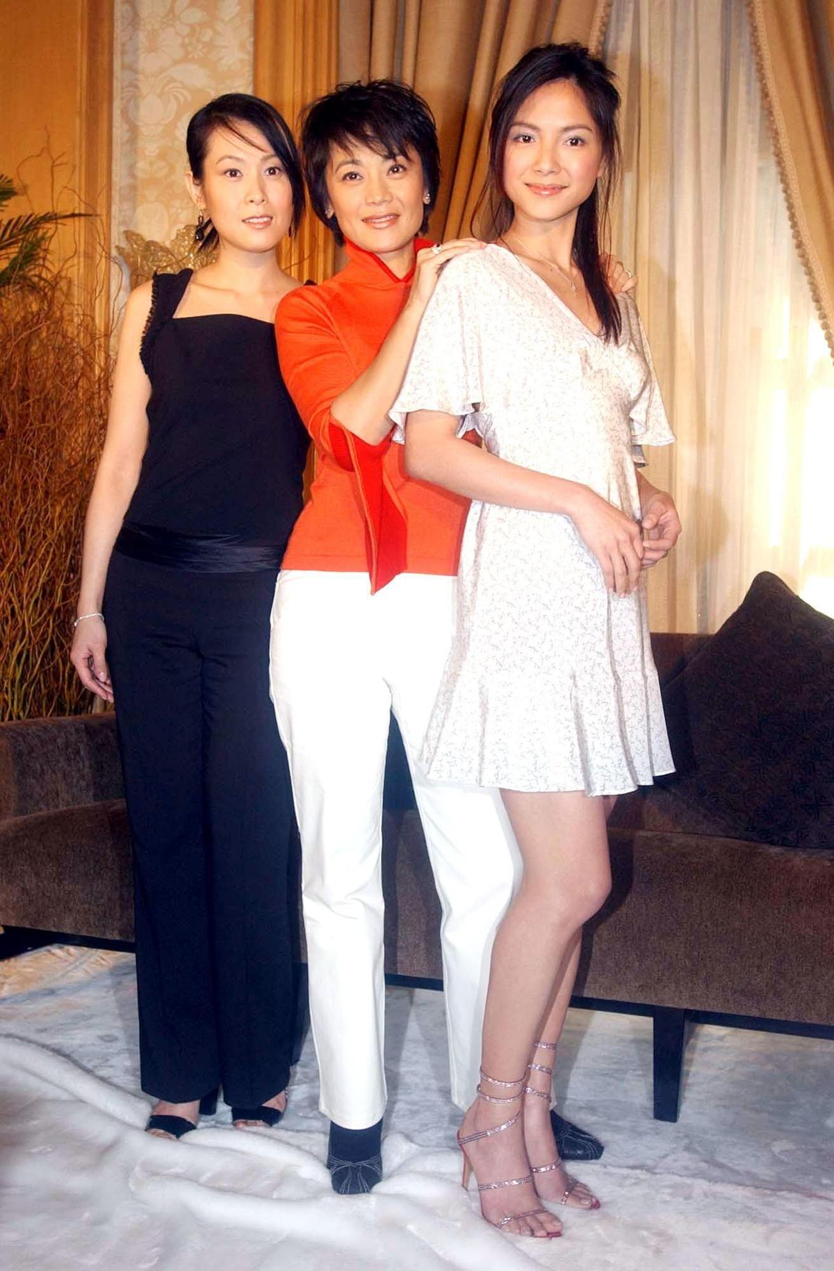 劉若英(左起)、張艾嘉、李心潔2004年為合演的電影《20、30、40》原聲帶宣傳,如今皆已為人母。(東方IC)
