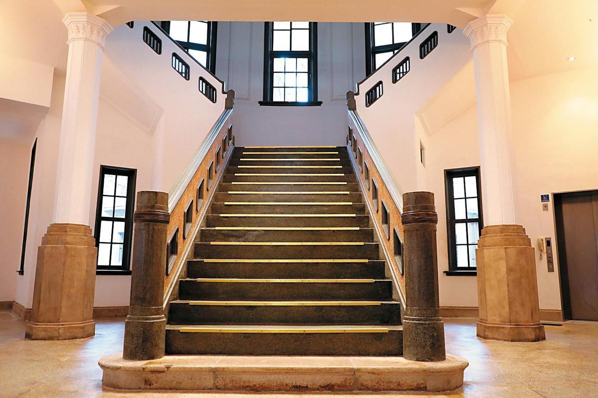 台南美術館一館(圖)和後壁黃家古厝被傳出可能是林志玲的婚宴地點。(翻攝自台南美術館官網)