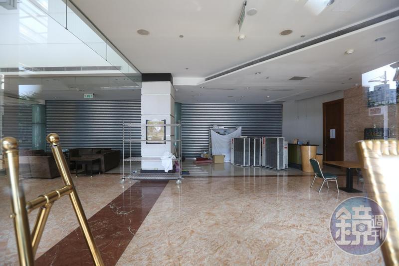 君鴻酒店7月歇業至今,空空蕩蕩的場景教人唏噓。