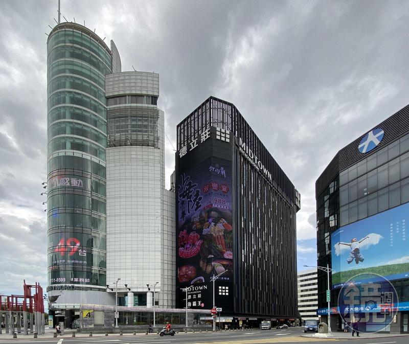 海霸王在西門町打造德立莊酒店與PAPA WHALE旅店,如今已成西區霸主。