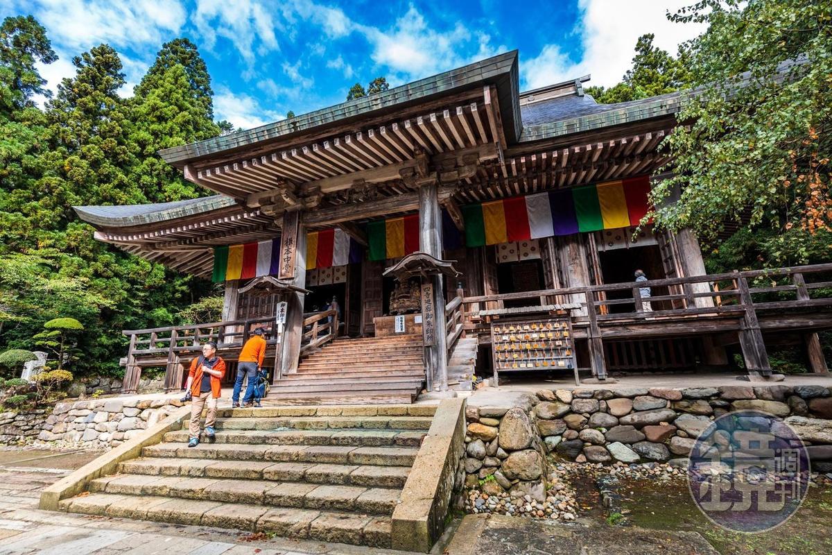 山寺裡的「根本中堂」以櫸木打造,為日本國家指定重要文化財產。