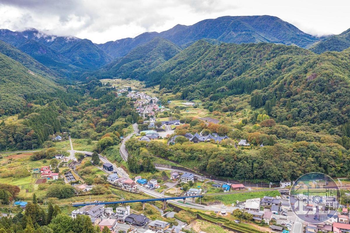 從山寺「五大堂」可眺望山下美麗自然風光。