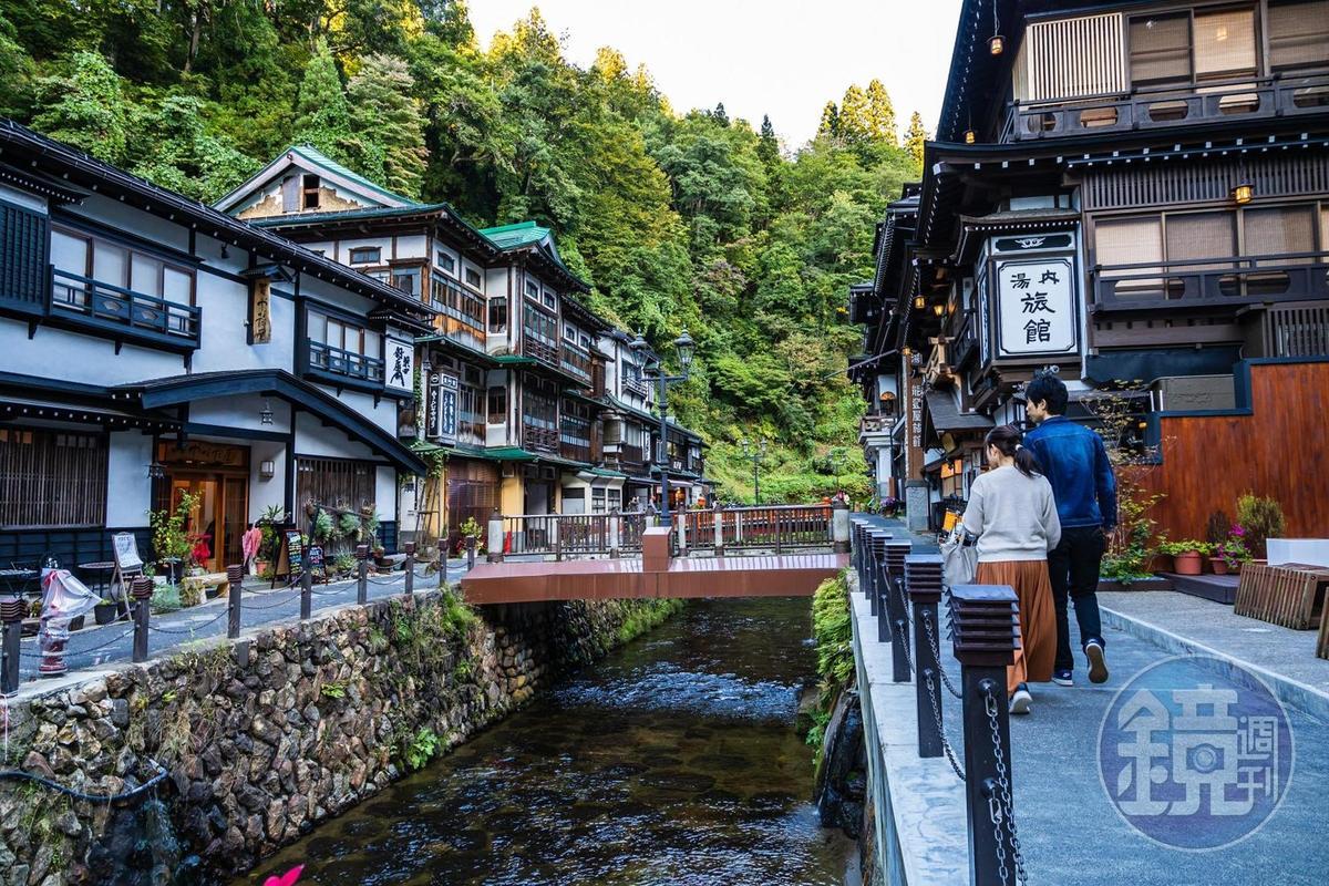 小橋流水、充滿懷舊風的銀山溫泉,倍受外國遊客喜愛。