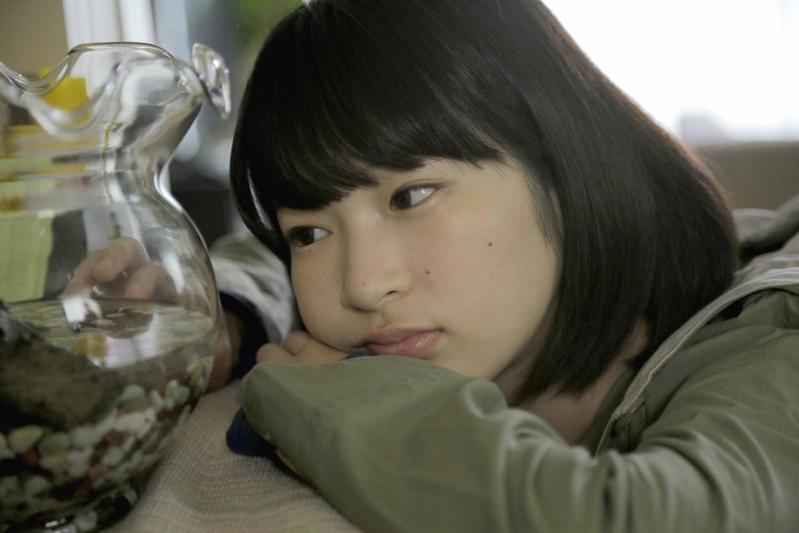 石川瑠華在《伊索遊戲》飾演內向的女大生,唯一的朋友是她養的烏龜。(天馬行空提供)