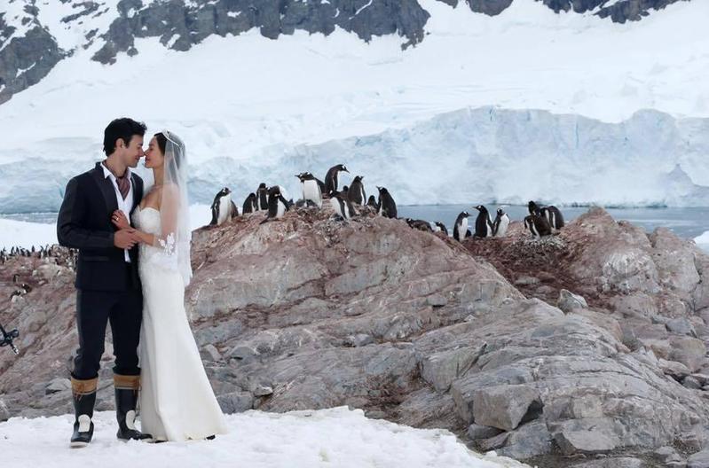 Janet一直的夢想就是去南極,老公George得知後,便決定帶著親友一同完成南極結婚之旅。(翻攝自Janet臉書)