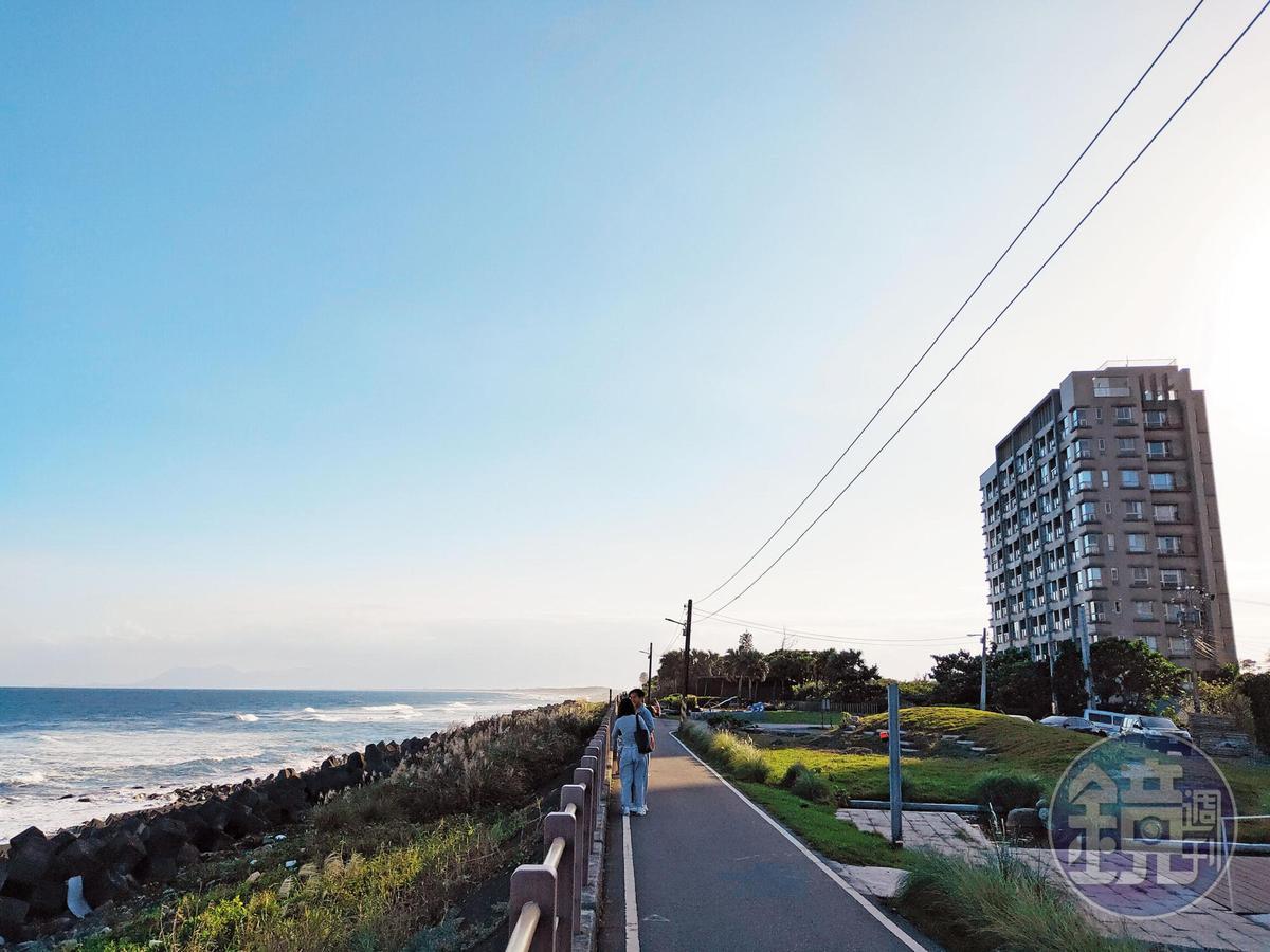 學姐小倆口下榻頭城一家海景民宿,此處緊鄰烏石港南端的大坑海濱,也是國內衝浪熱點。