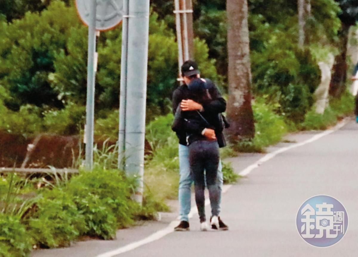 頭城大坑路儼然成「學姐浪漫大道」,本刊直擊,學姐與劉男在短短不到1公里的筆直大路上,2度激愛擁吻。