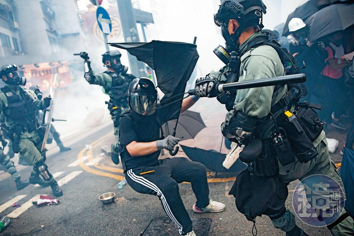 香港警方攻擊反送中運動人士,讓反送中活動在國際間引起注目。