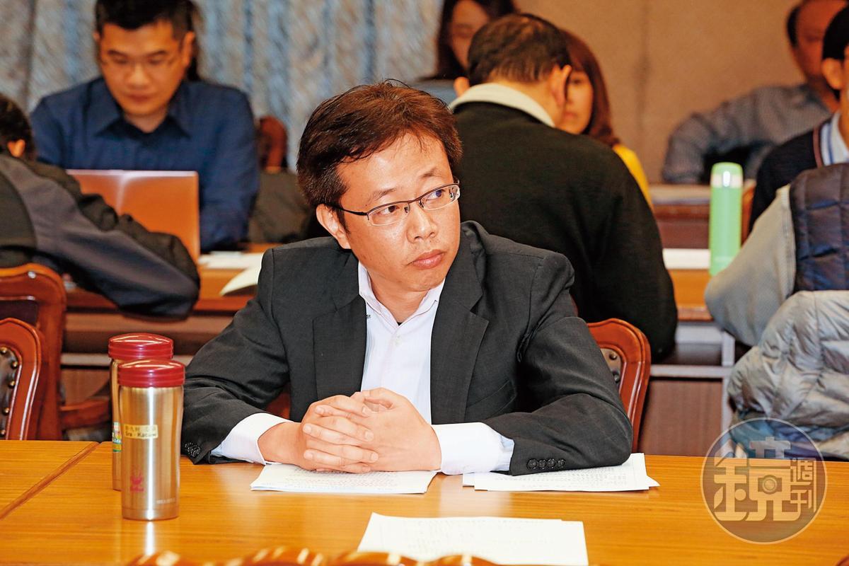 張宏陸表示,會委託徵信社監控民運人士的人,根本不配稱作台商。