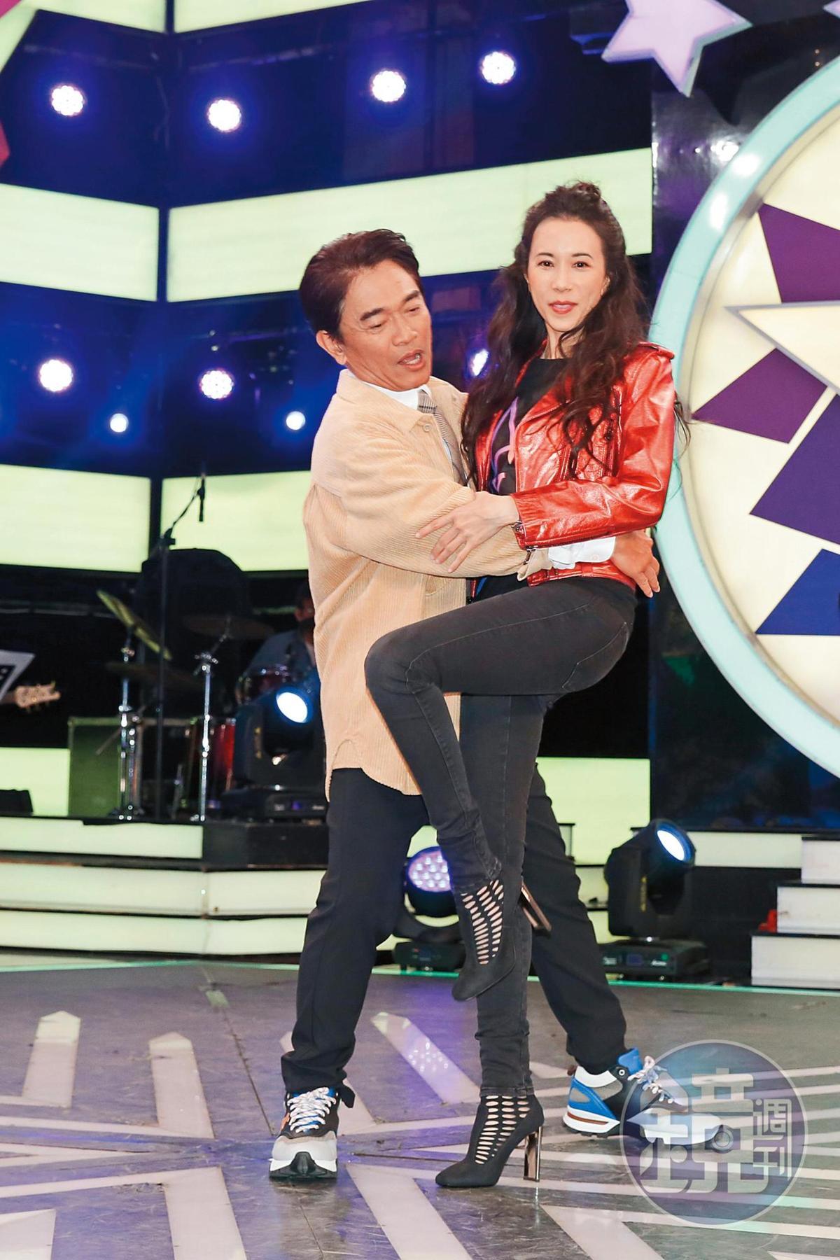 吳宗憲跟莫文蔚一起跳舞呈現「最囧身高差」,肢體毫不合拍。