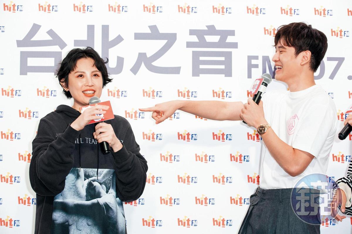 明明是魏如萱(左)的電台活動,結果報導重點都是周興哲(右)的哥哥亂尿尿。