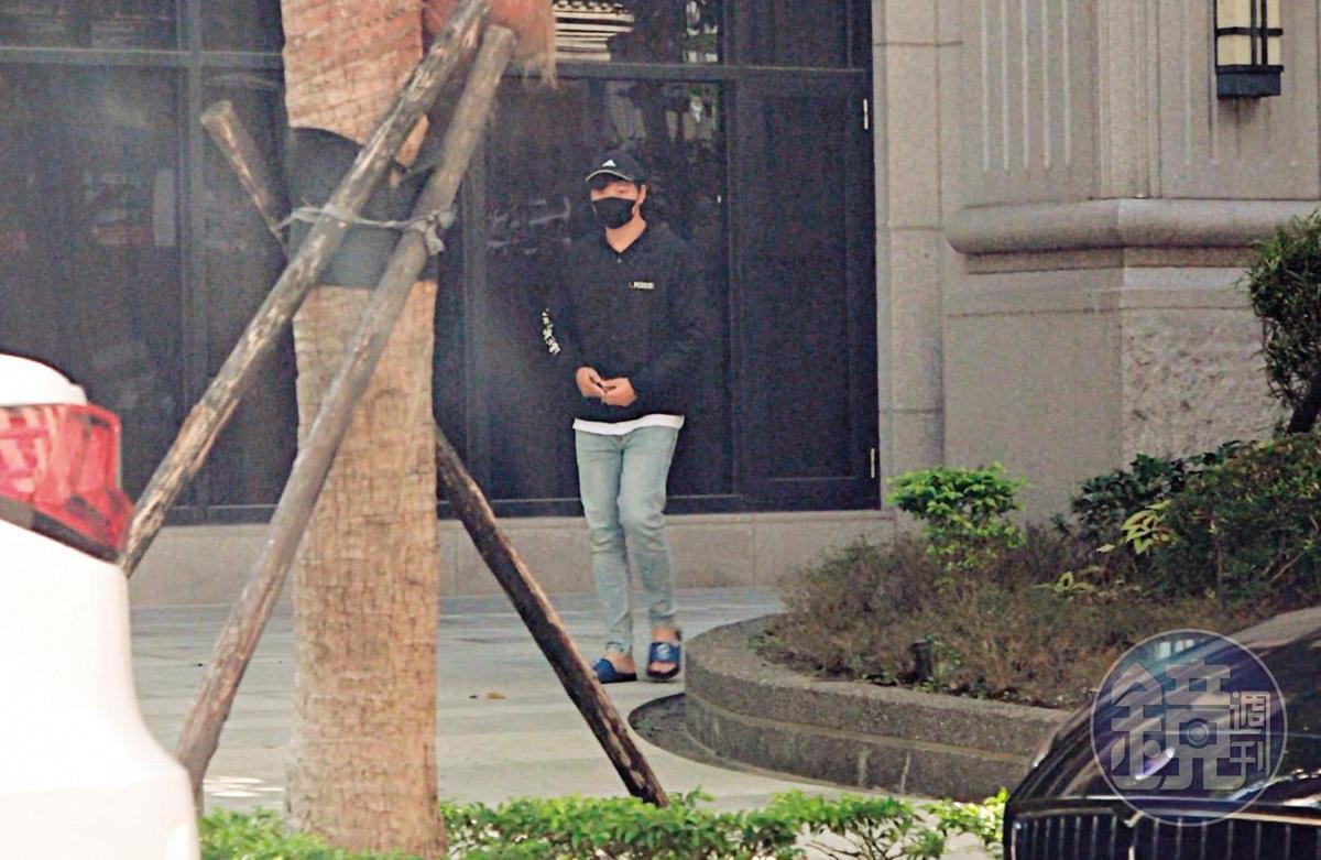 11月8日11:53,在學姐家過夜停留近12小時後,劉男步出學姐家後門去取車,載她直奔宜蘭渡假。
