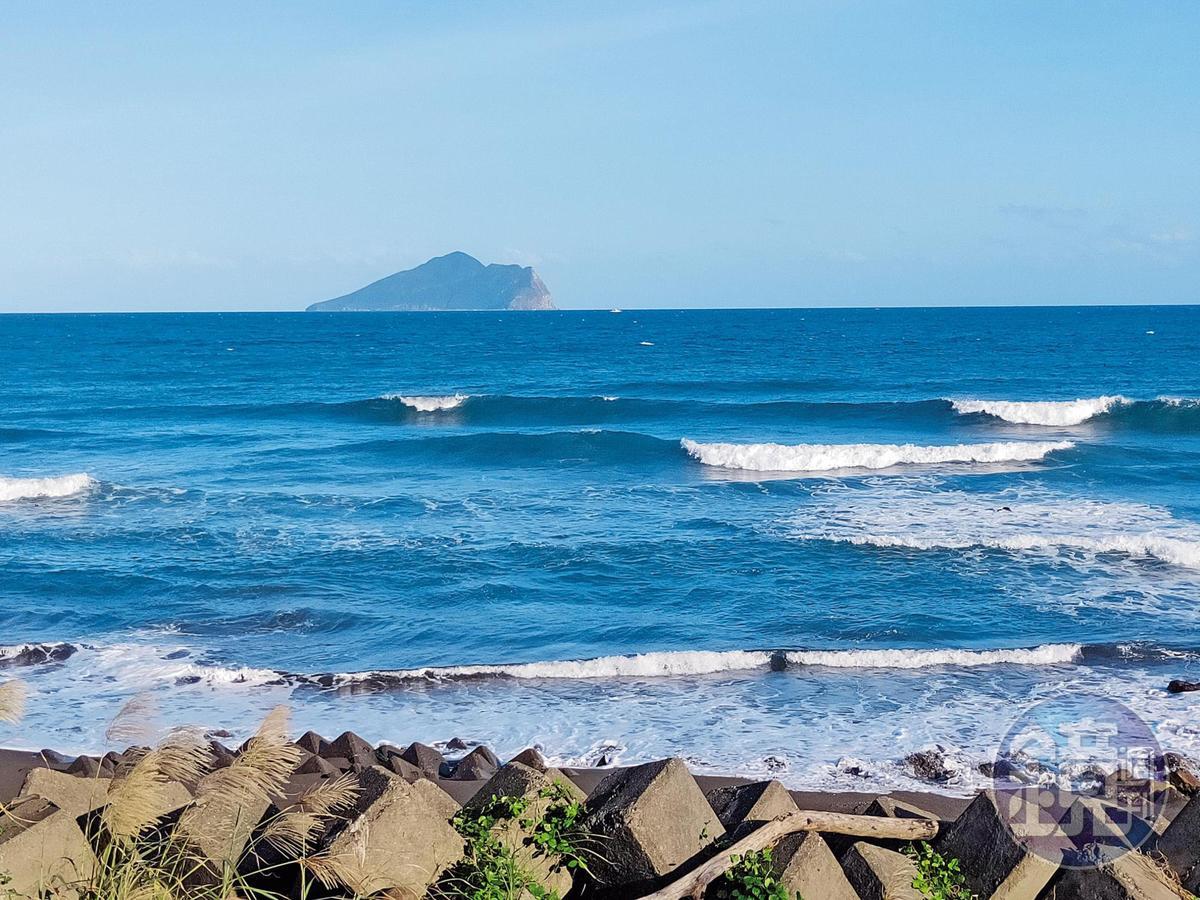 學姐約會地點景致宜人、相當浪漫,不少情侶會沿著海濱騎單車或牽手散步,這裡還能遠眺龜山島。