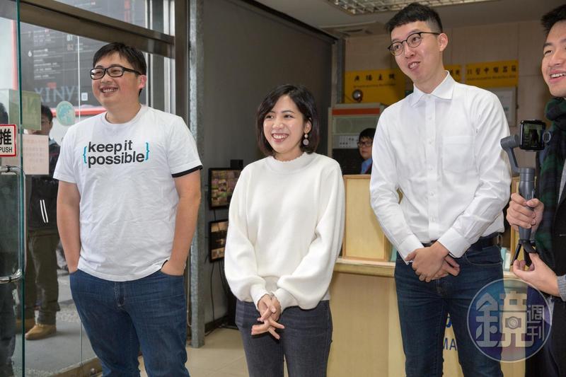 「學姐」黃瀞瑩(中)與「小牛」柯昱安(右)都與主跑柯文哲的電視台記者傳出戀情。