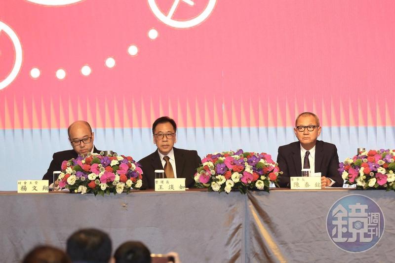 陳泰銘(右1)在記者會上到合併基美的關鍵。