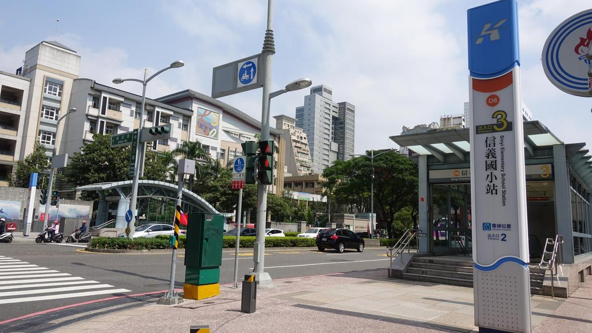 走路就能到捷運信義國小站,高雄CBD交通便利。