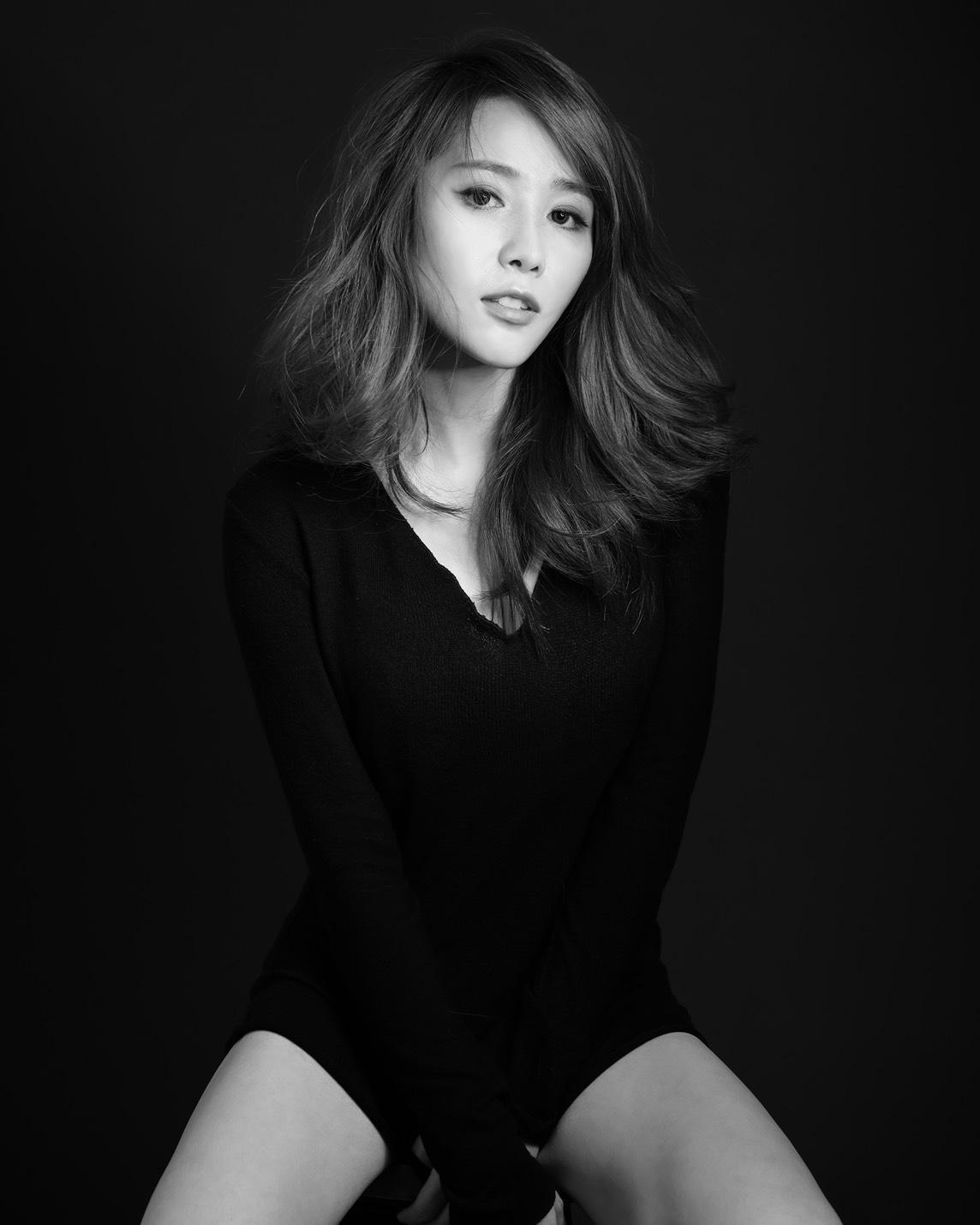 ▼Ella透露林志玲與老公AKIRA互動甜蜜,兩人是「俊男美女」的組合。(圖/鏡週刊)