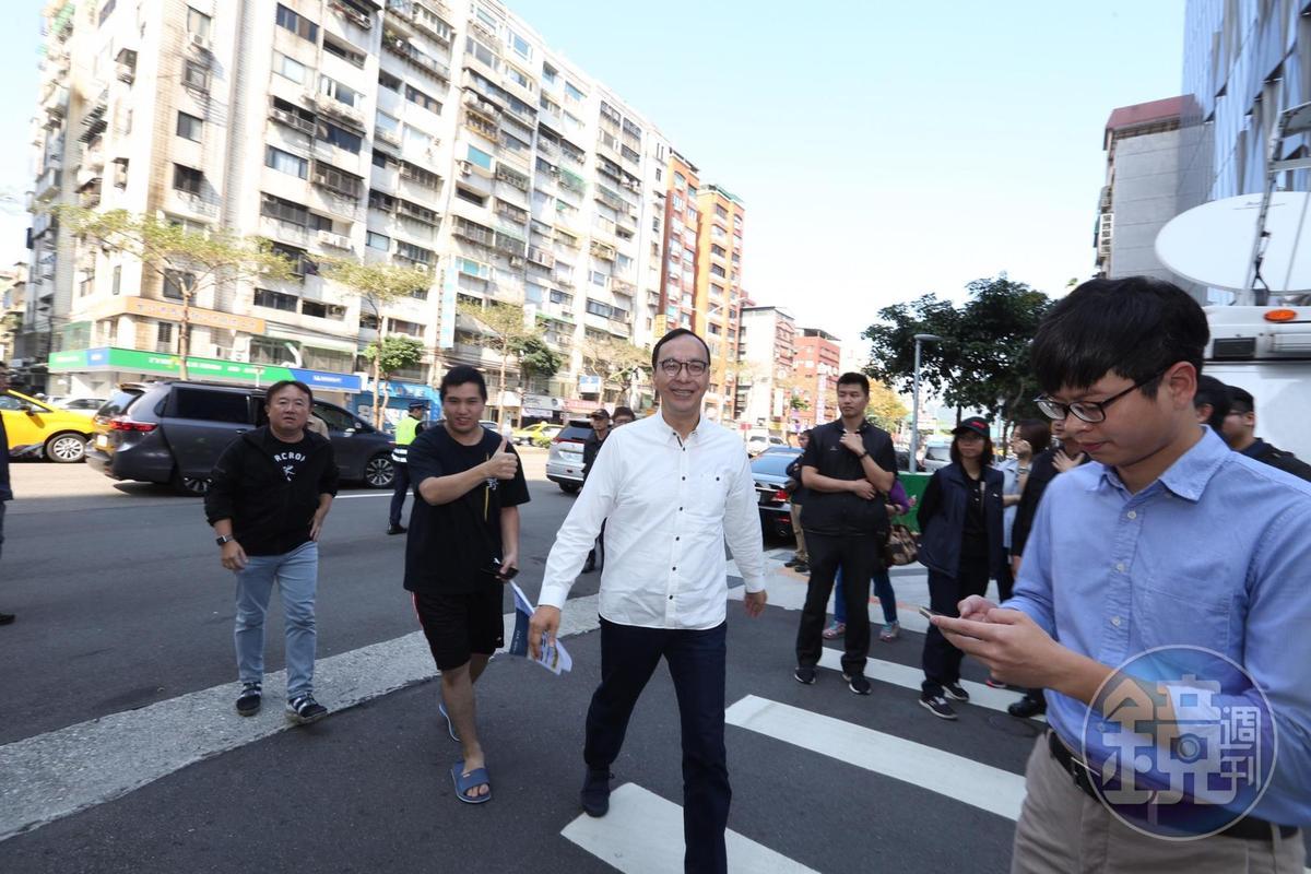 朱立倫上午出席蔣萬安競選總部成立造勢。