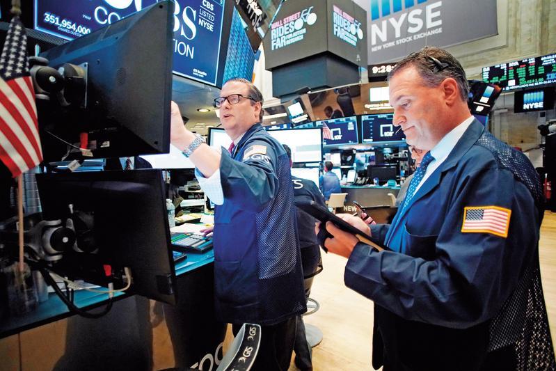 美股主要指數在上週再度創下歷史新高,關鍵在白宮對於貿易談判的樂觀說詞。(東方IC)