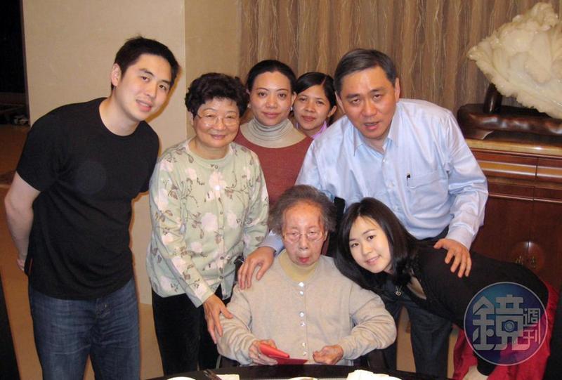 王文洋說自己與大媽感情相當特別,王月蘭在世時,他與家人只要有空就會來陪大媽。(資料照片)