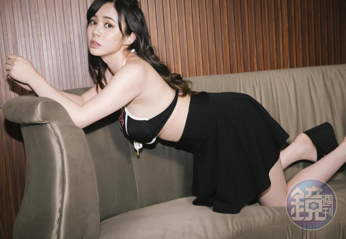吉川愛美去年宣布從AV女優身份畢業,她表示因工作壓力大,身心都出現狀況,「後悔當AV女優」。(非標題所提當事者女優)