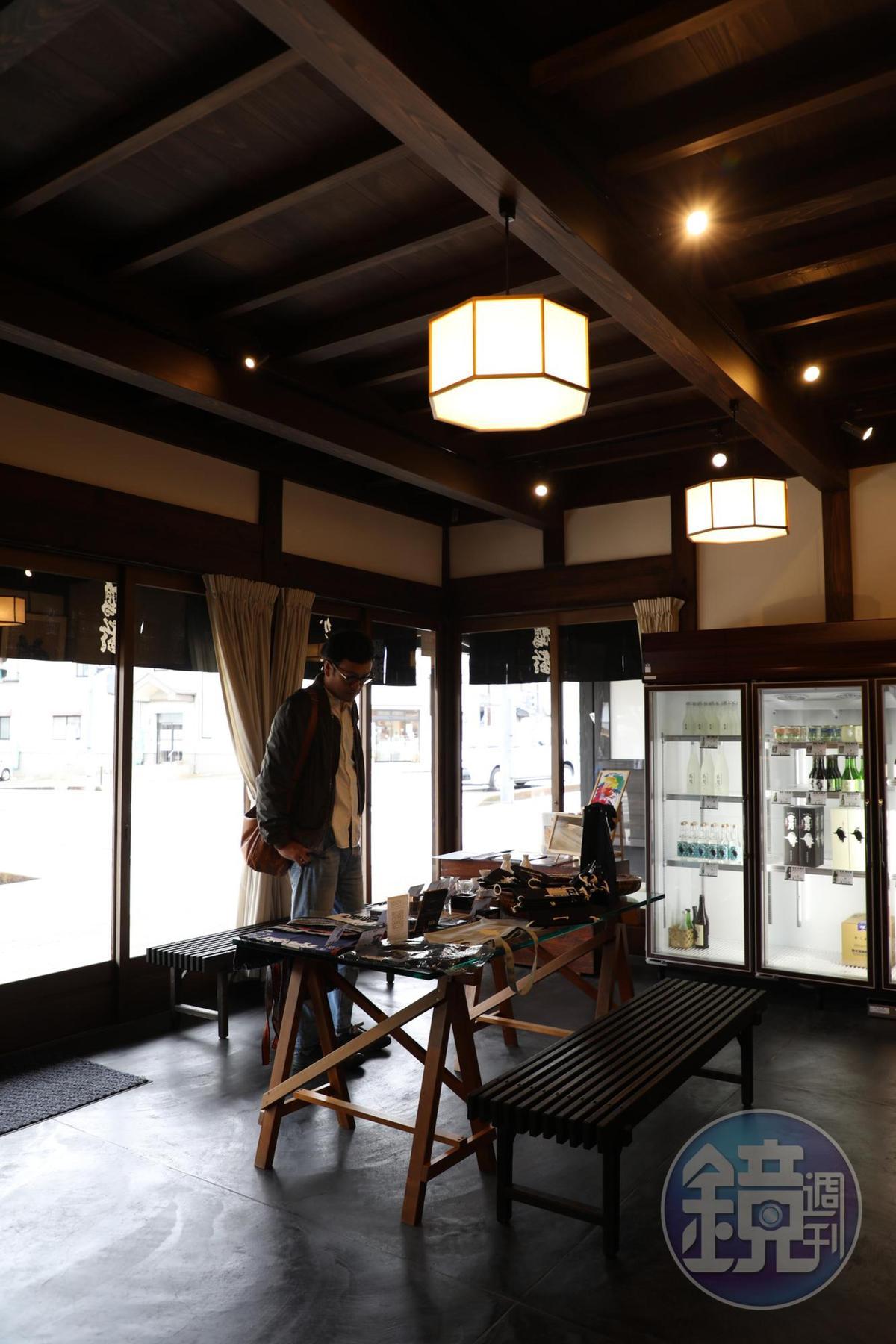 這家是賣酒的「青木酒造」,可以買到各種新潟地酒。